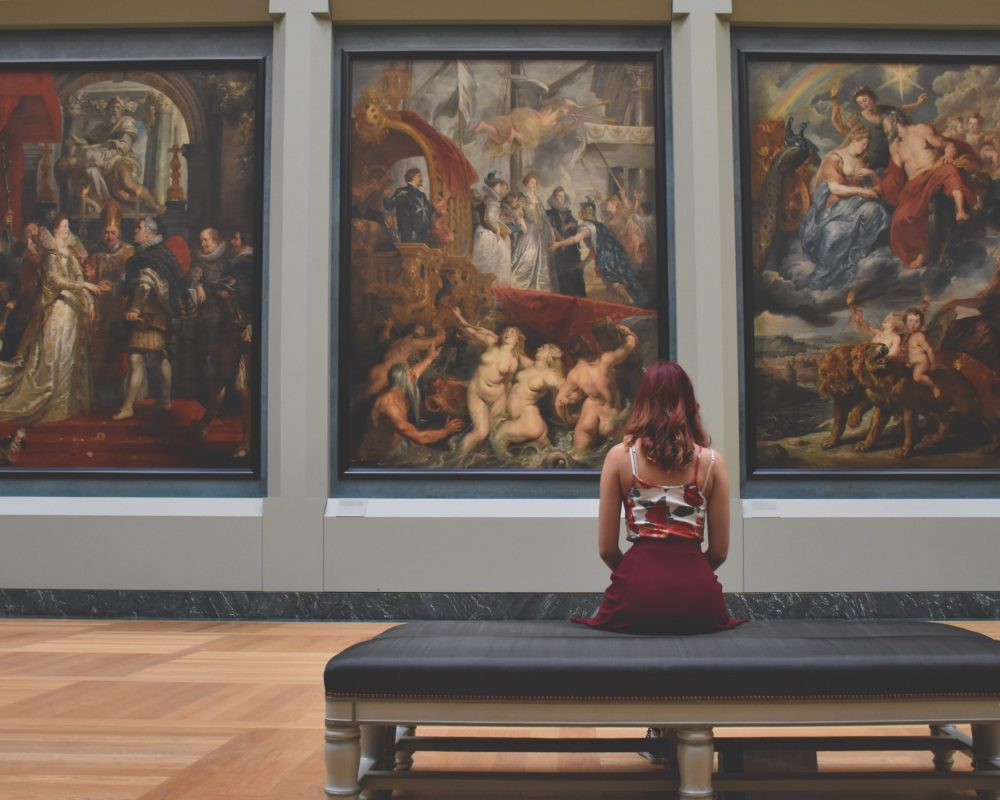 creative-girl-woman-old-louvre-museum-641507-pxhere.com